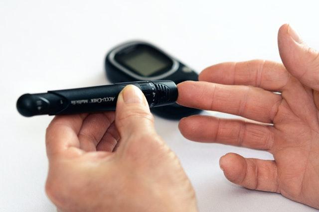 accucheck accu-check glucose monitor viosapp